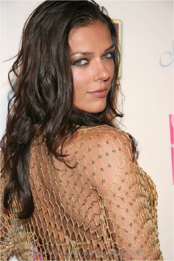 America's Next Top Model winner Adrianne Curry decided to have a  title=