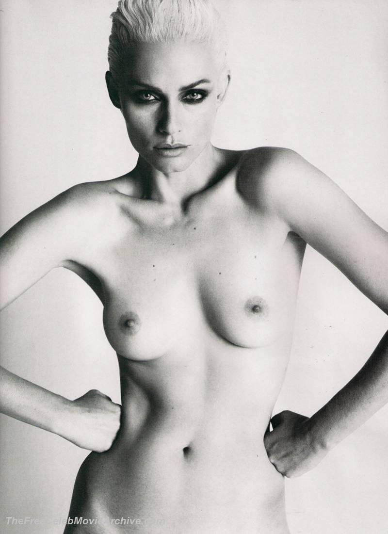amber valletta nude