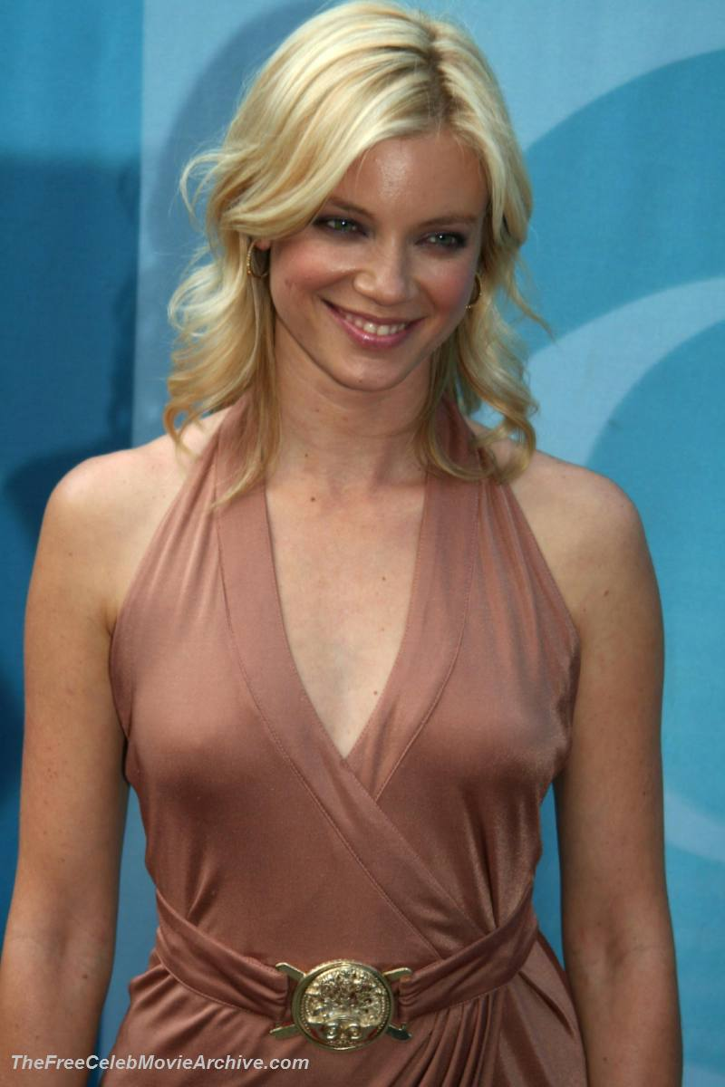 amy smart 015 hey look she has new nudes out.