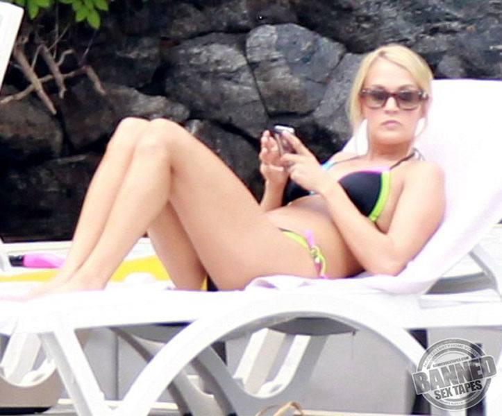 Underwood nude lesbian Carrie