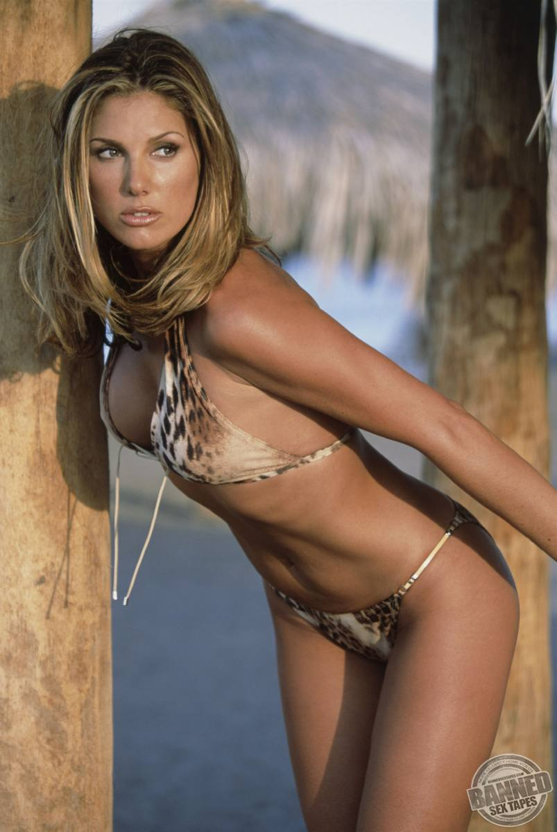:: Largest Nude Celebrities Archive. Daisy Fuentes fully naked! ::