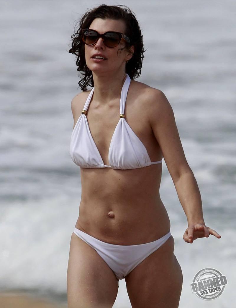Hot naked women beach