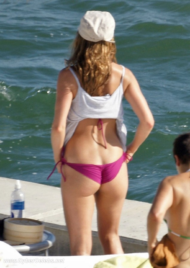 Jennifer Aniston sex pictures @ Ultra-Celebs.com free celebrity naked ...: www.ultra-celebs.com/mrskin/jennifer-aniston-bikini/5822d56.html