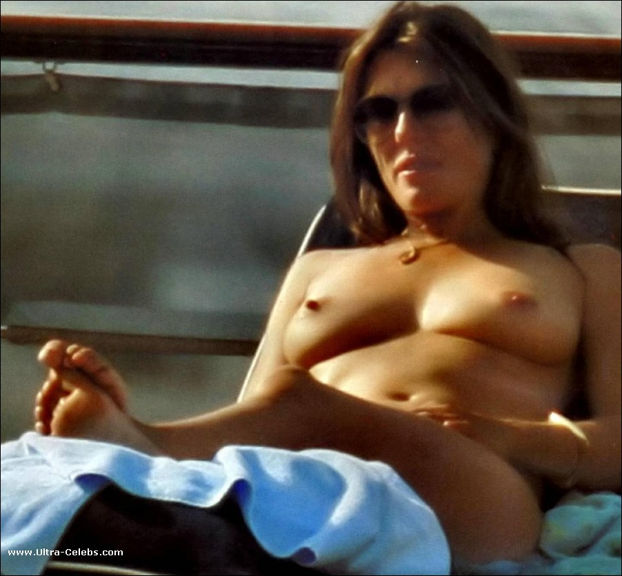 Elizabeth Hurley Paparazzi Topless And Bikini Shots Nude Pictures